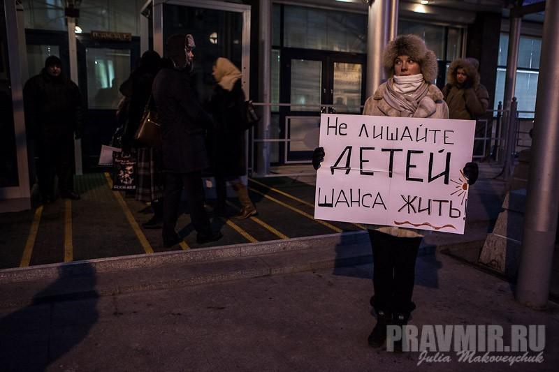 Пикеты против запрета усыновления зарубеж у Государственной Думы. Фото Юлии Маковейчук (27)