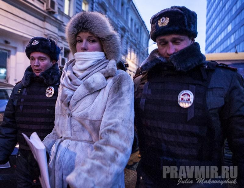 Пикеты против запрета усыновления зарубеж у Государственной Думы. Фото Юлии Маковейчук (21)