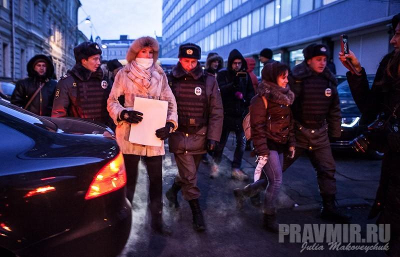 Пикеты против запрета усыновления зарубеж у Государственной Думы. Фото Юлии Маковейчук (20)