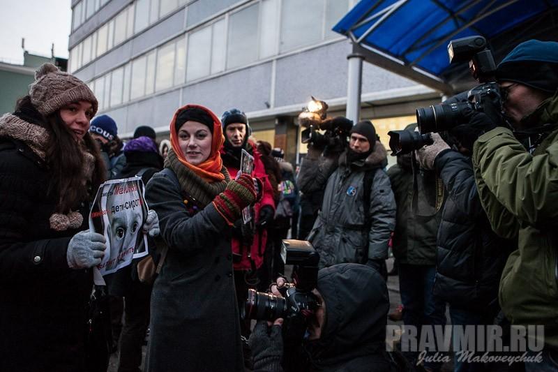 Пикеты против запрета усыновления зарубеж у Государственной Думы. Фото Юлии Маковейчук (14)