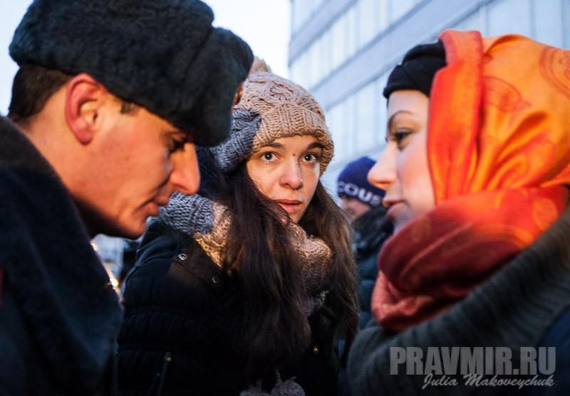 Пикеты против запрета усыновления зарубеж у Государственной Думы. Фото Юлии Маковейчук (13)