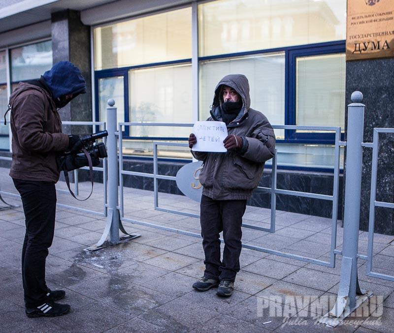 Пикеты против запрета усыновления зарубеж у Государственной Думы. Фото Юлии Маковейчук (10)