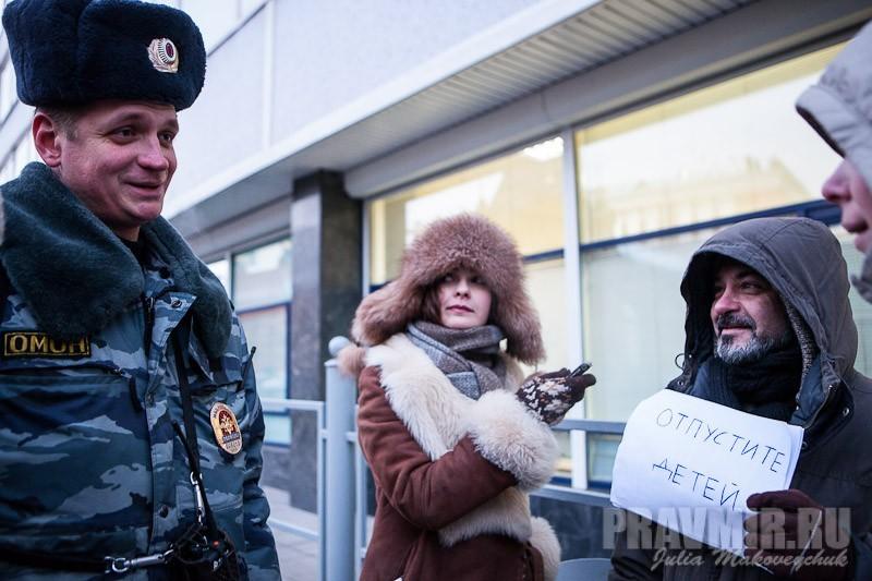 Пикеты против запрета усыновления зарубеж у Государственной Думы. Фото Юлии Маковейчук (6)