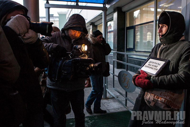 Пикеты против запрета усыновления зарубеж у Государственной Думы. Фото Юлии Маковейчук (5)