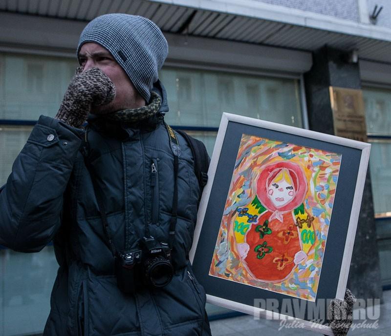 Пикеты против запрета усыновления зарубеж у Государственной Думы. Фото Юлии Маковейчук (4)