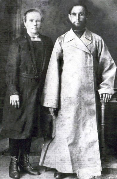 Священник Емелиан Киреев с супругой. Фото: spmm.ru