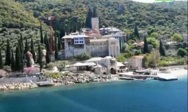 Монахи всех афонских монастырей выступили в защиту религиозного образования в Греции
