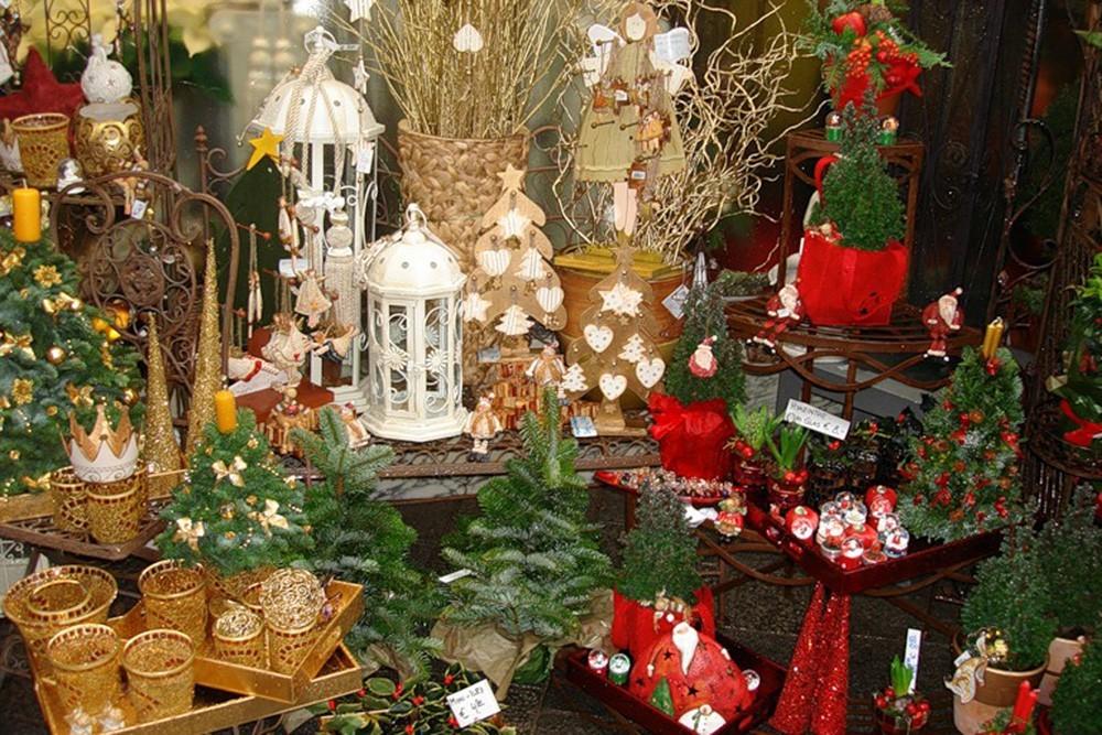 Рождественская ярмарка - это галдящие скоморохи, цыганки в развивающихся...