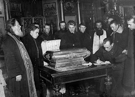 Вскрытие мощей св. Александра Невского