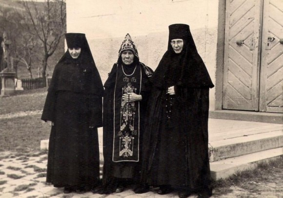 Сестры обители. Начало 60-х годов.