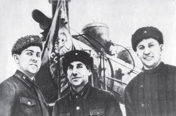 Бригада, завоевавшая право провести первый поезд из Ленинграда на «Большую землю» (слева направо: А.А. Петров, П.А. Фёдоров, И.Д. Волков). 1943 г.