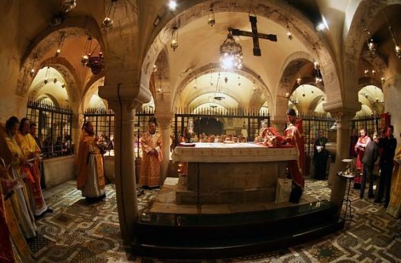 Алтарь подземного храма святителя Николая в Бари. Фото: azbyka.ru