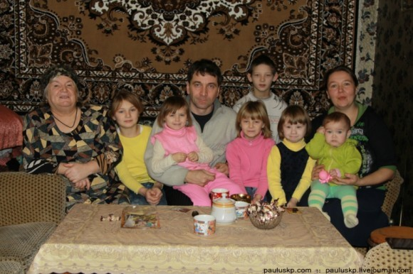 Небольшая часть большой семьи, многих не оказалось дома