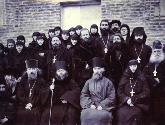 22 февраля 1909 г. После освящения храма Архангелов, построенного прп. Алексием в его обители