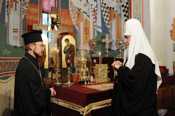Патриарх Кирилл и о. Виктор Зогий, настоятель русского прихода