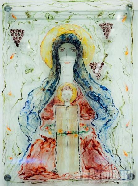 Нато Джапаридзе. Богородица. 2013, стекло, шелк, тонкий войлок