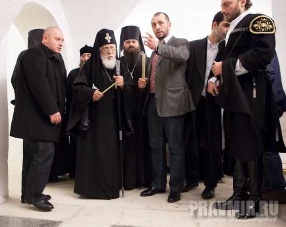 Здесь находятся захоронения царя Арчила II, его детей, царевичей, представителей княжеских родов, греческих и грузинских священников.