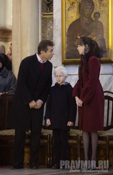 Премьер-министр Бидзина Иванишвили с женой Кетеван и младшим сыном (четвертый ребенок в семье)