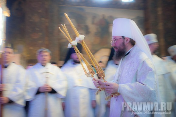Митрополит Бориспольский Антоний — возведен в сан во время богослужения.