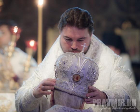 он же, помогает Блаженнейшему Митрополиту Владимиру