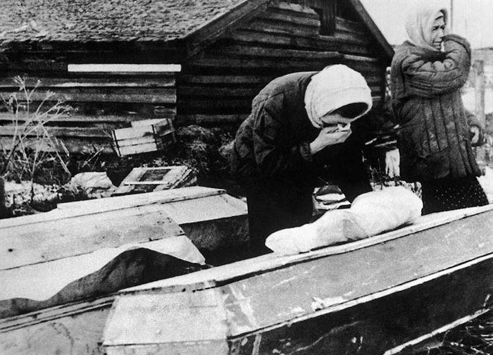 «Вокруг храма образовалась громадная очередь ящиков и гробов» — показания протоиерея Николая Ломакина на Нюрнбергском процессе