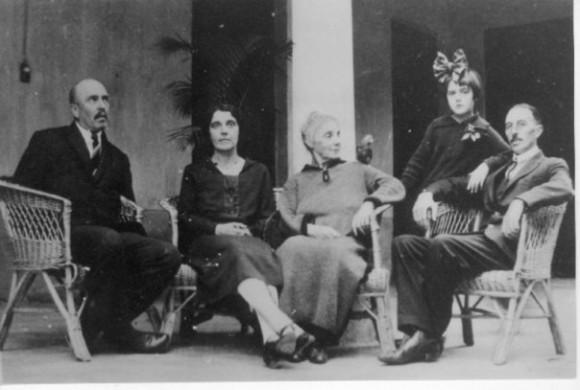 Эрн (крайний слева) и князь Язон Туманов (крайний справа)