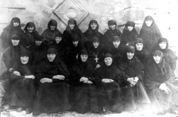 Монахини Теклатского монастыря в 1950-е гг. В центре игумения Кетеван (Ахвледиани)