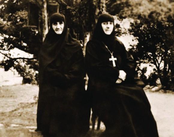 Родные сестры игумения Фавста и схимонахиня Акепсима (Шушания),  двоюродные сестры и воспитанницы прп. Алексия