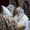 Патриарх Кирилл и Патриарх Илия II совершили Литургию в Успенском соборе Московского Кремля (+ФОТО)