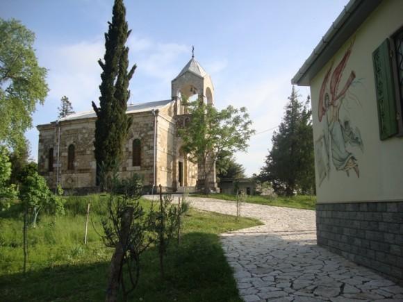 Храм Рождества Богородицы Теклатского монастыря летом