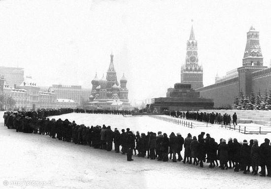 Очередь в мавзолей Ленина. 1970-е гг.