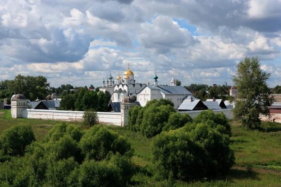 Покровский женский монастырь (основан в 1364 г.)