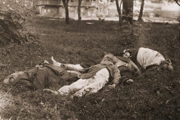 Расстрелянные монахи Мгарского монастыря. Обувь забрали палачи
