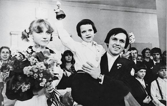 Последний звонок, 1979 год. Фото из личного архива протодиакона Андрея Кураева