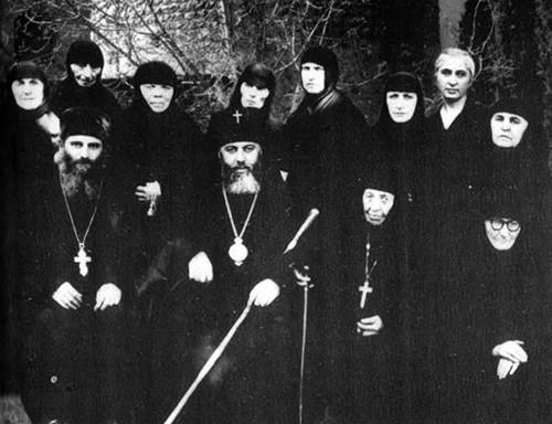Со Святейшим Католикосом-Патриархом Илией II и сестрами монастыря Самтавро