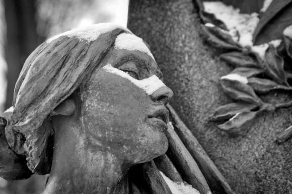Спящая красавица.  (Лазаревское кладбище. Санкт-Петербург)