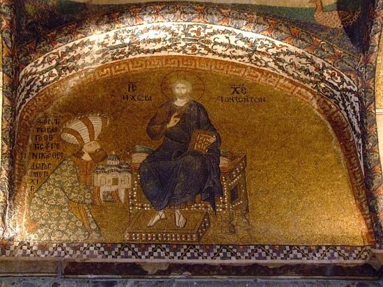 Феодор Метохит преподносит модель церкви Христу. Мозаика