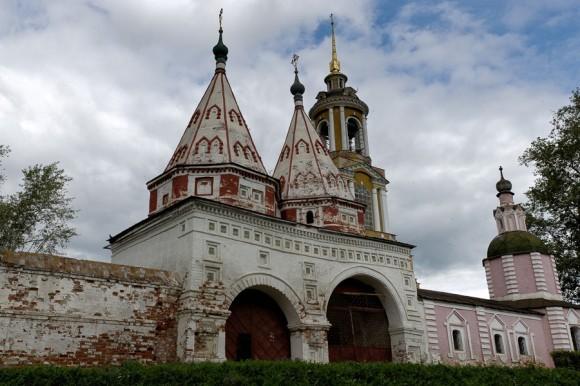 Ризоположенский женский монастырь. Святые ворота (1688 г.)