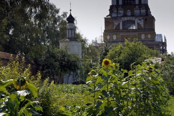 Ризоположенский женский монастырь. Внутренний двор