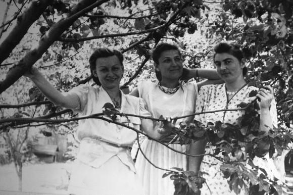 С подругой и сестрой Миши Бабушкина