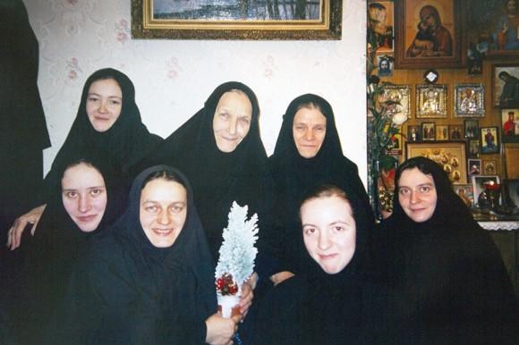 С сестрами