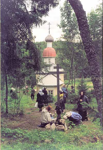 Крест на могиле священномученика Петра (Зверева). Фото: vob.ru