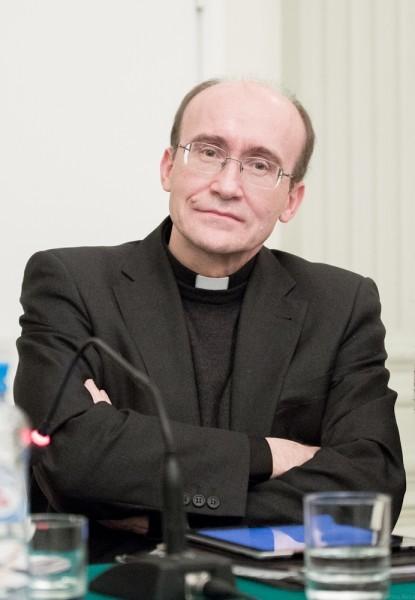 Священник  Хавьер Прадес