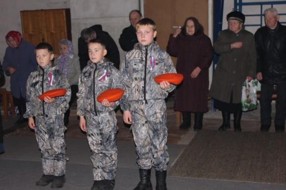 На литургию мальчишки из военно-патриотического клуба приходят в форме