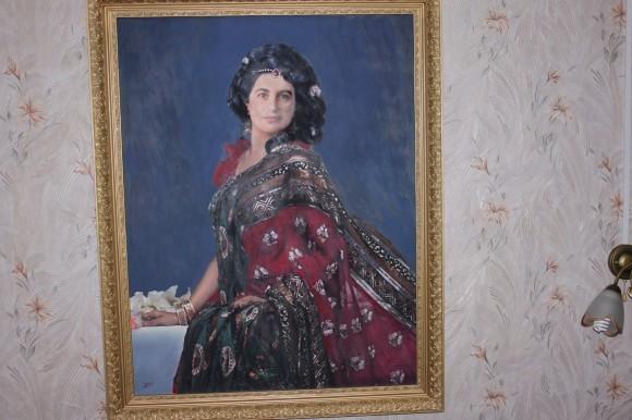 Портрет матушки Людмилы написан с фотографии старшим сыном Дмитрием Иудиным