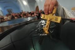 """Пользу крещенской воды подтвердить документально – о.Андрей Кураев о """"замерах благодати"""""""