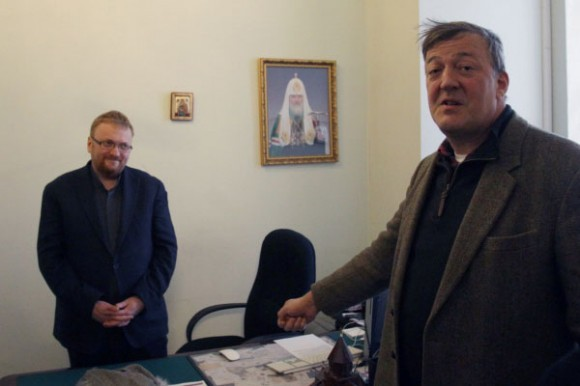 Встреча Стивена Фрая с Виталием Милоновым. Фото: РИА Новости
