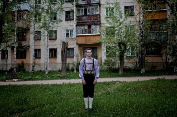 Эдуард Капырин, русский немец в четвёртом поколении, в немецком народном костюме в Сыктывкаре. Его бабушка была сослана в Коми