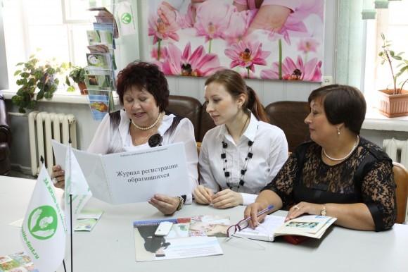 Слева: Дегтярева Вера Ивановна, Крылова Марина Владимировна - социальный работник, Крайненко Галина Владимировна - психолог кабинета