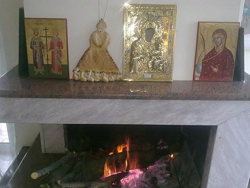 Госпожу Поста в Греции ставят на видное место, например, среди икон. Фото: greekscrapbooking.blogspot.com